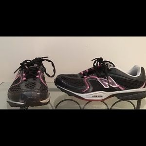 Black/pink New Balance sneakers great cond. 8.5
